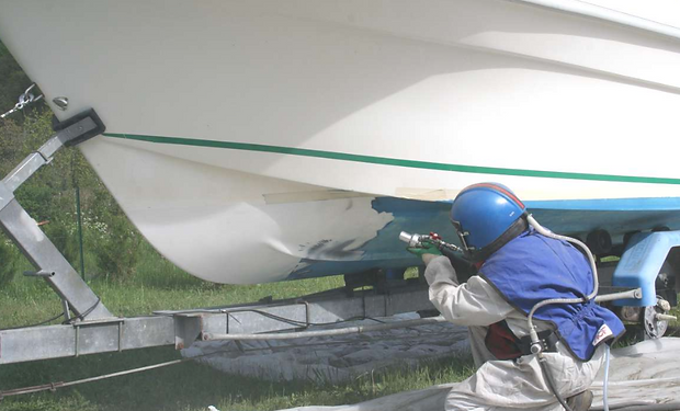 Aérogommage et hygommage de coque bateau ou pièce polyester sur la région Rhône Alpes