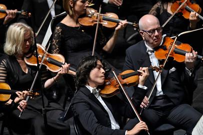 Nathan en violon solo lors du concert de l'Orchestre philharmonique de Radio France le 7 septembre 2019 à Besançon