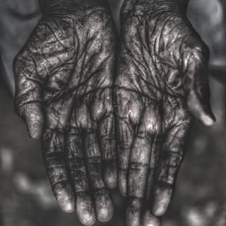 Artisans hand