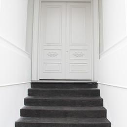 O5 House - Entrance