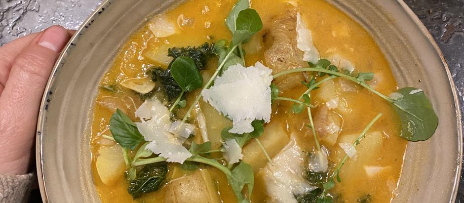 Sopa ahumada de patatas y kale