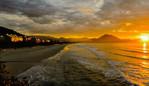 Praia Grande de Ubatuba no Entardecer