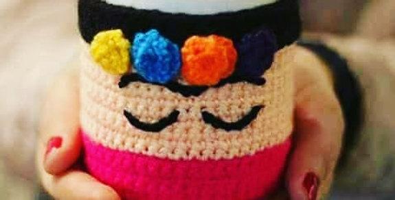 Taza con forro de crochet