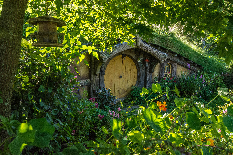 Hobbiton yellow door2