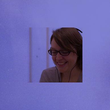 Dimanche 21 octobre, 13h-13h45 | Enregistrement : Question aux enfants | Carole Cheysson est une des fondatrices de Bloom la radio des enfants. Elle a travaillé comme réalisatrice de documentaires pendant des années, pour la télévision et internet. Il y a 6 ans, avec Perrine Dard, elles se rendent compte que l'offre de divertissement pour les enfants se cantonne trop souvent aux écrans et elles souhaitent leur proposer une alternative avec de la production sonore. Fortes de leurs expériences professionnelles passées et de leur propre expérience en tant que mamans, elles fondent Bloom la radio des enfants. Depuis leurs programmes sont diffusées sur les plateformes de streaming et de chargement, mais aussi à bord de nombreuses compagnies aériennes et chez de nombreux partenaires pour le plaisir des enfants.