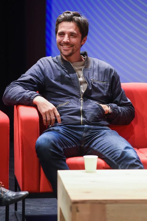 Raphaël Personnaz (comédien)  Écoute collective en avant-première : L'Employé (Spotify)