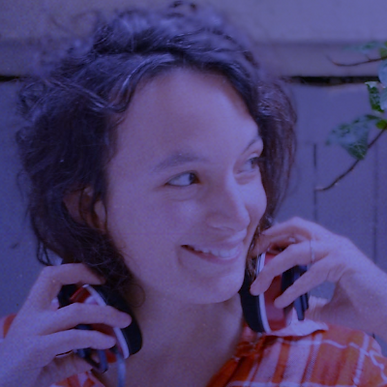 Samedi 20 octobre, 17h-17h45 | Rencontre | Passée par les matinales du Mouv et de la radio Nova, Élodie Font, 32 ans, a notamment écrit « Coming In » pour Arte Radio et « Il était une fois la PMA » pour Cheek Magazine, tous deux Out d'or du documentaire en 2018. En parallèle, elle s'est amusée avec Klaire fait grr et Jean-Jacques dans Mycose the night (Arte Radio) et s'intéresse au travail dans Le Bureau (WTJ). Elle écrit aussi des scénarios de bande dessinée.