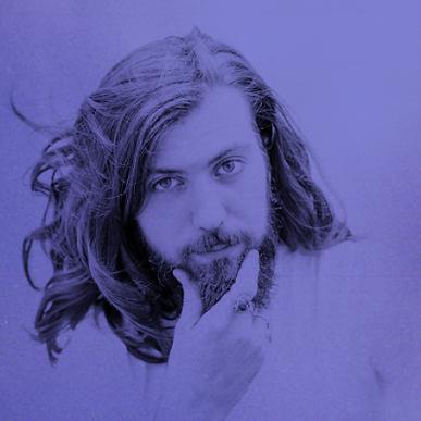 Dimanche 21 octobre, 12h30-13h15 | Ecoute : Queens of Snakes | Après quelques années en tant qu'ingénieur du son dans la musique, il travaille aujourd'hui dans le monde de l'audiovisuelle et de la publicité. Producteur, réalisateur et ingénieur du son, il est l'architecte du coté immersif de ce projet. Musicien et compositeur à ses heures perdues, il n'oublie pas ses premières amours, ce qui se ressent à l'écoute de cette série par ses influences rock et soul.