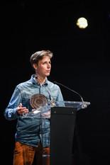 """Remise du Prix Targetspot du Podcast d'Apprentissage : """"Écoute ça !"""", pour l'épisode """"Camille - Ilo Veyou"""" de Damien Depaepe et Thomas Haydock  Sur la photo : Damien Depaepe"""