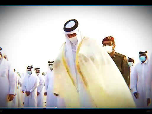 أمير قطر يقلب رداءه فما هو تاريخ العباءات القطرية؟