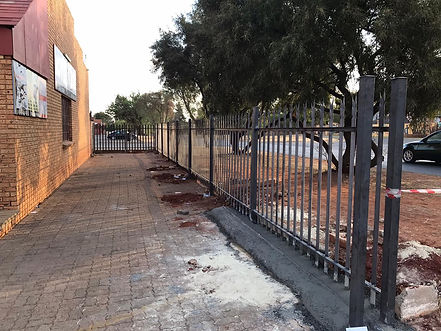 Palisade fencing up to gate completed