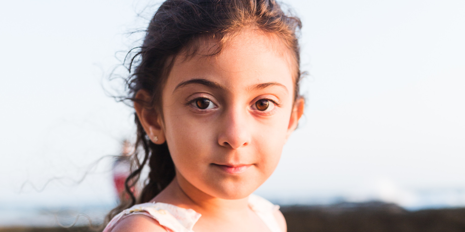 Outdoor photoshoot with a cute little girl in the coast of california
