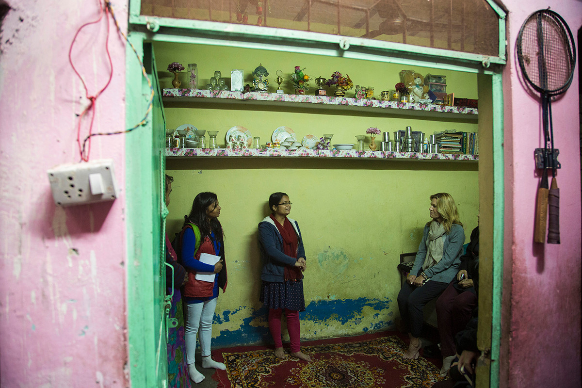 Laura Kohler meeting with an adolscent girls' group during a learning visit to the Rajiv Nagar locality in Thana Mandoli, Delhi, India, 2015.
