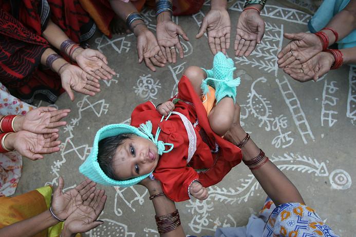 A child and community women covered under Saving Newborn Lives program implemented by SAKSHAM in Rae Bareilly district, Uttar Pradesh, India, 2005.