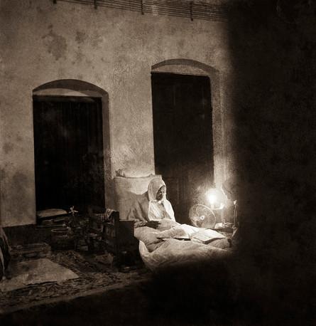 Khadi Pratishthan, Calcutta, 1946: Mahatma Gandhi, reading a letter at 4 o'clock in the morning. With him is Dr. Sushila Nayar.