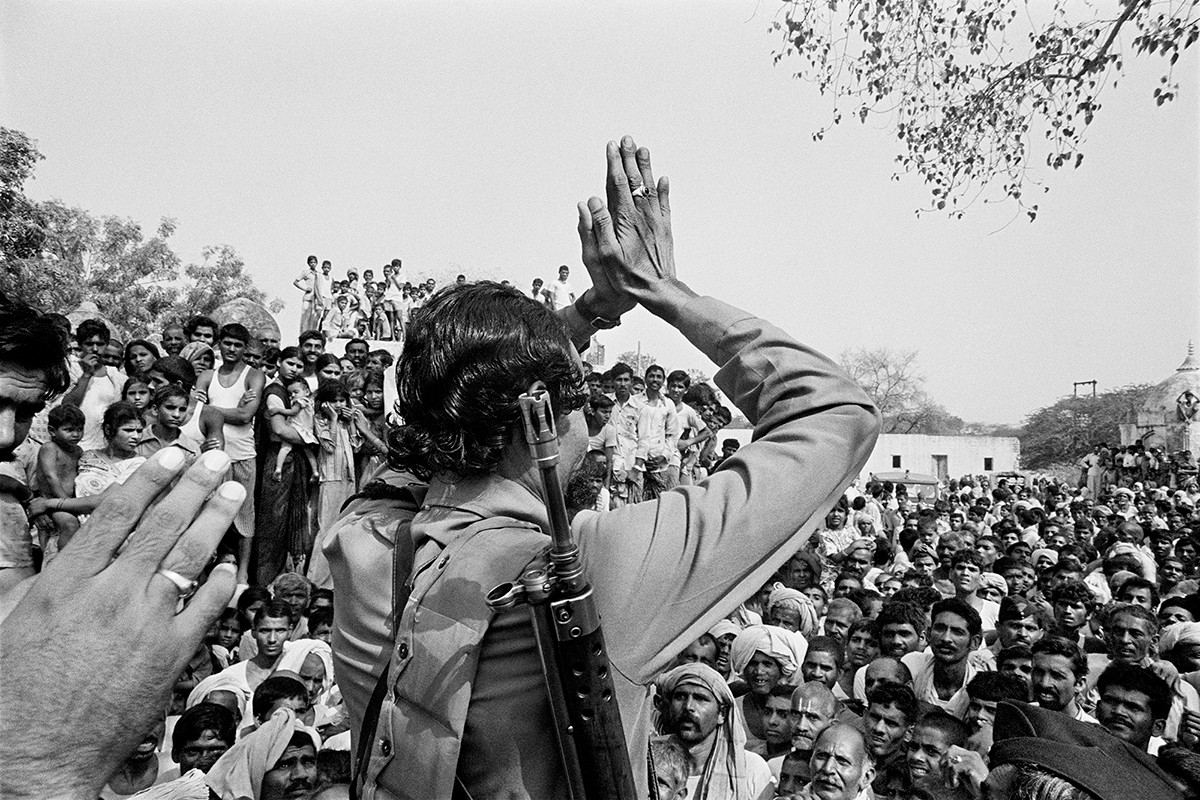 Malkhan Singh greets the people in his village, Bilao, on the day of his surrender, 1982.