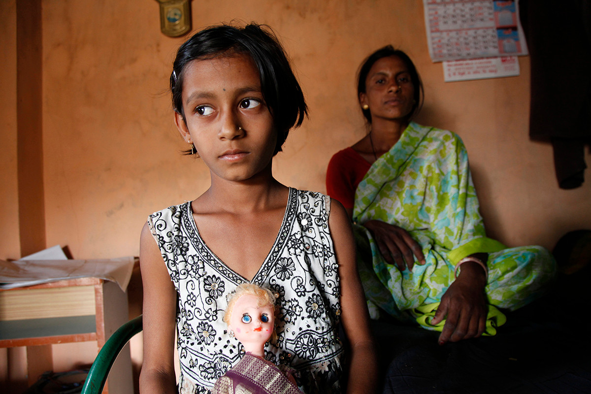 Pallavi, the daughter of  Arun Satpute, a farmer of Bhadali village who committed suicide, with her mother Sangeeta, in their one-room home.