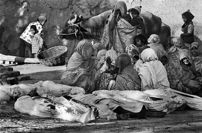 Women grieve over bodies of their relatives killed by a docoit gang in Sadhupur, 1981.