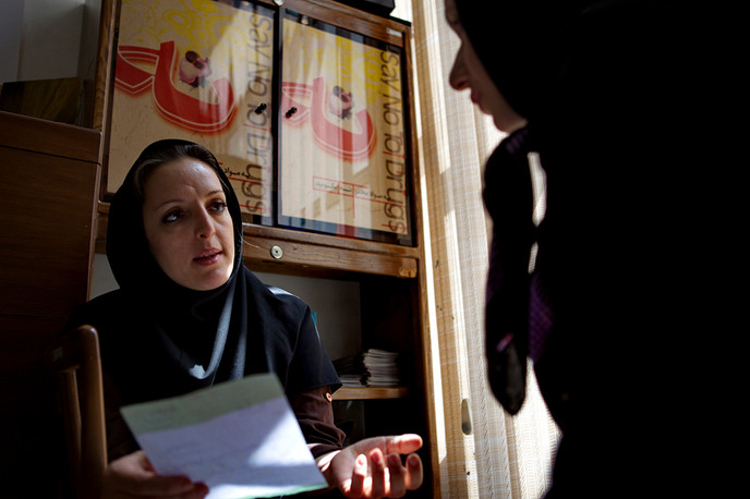A person living with HIV receives counselling in Iran. Photograph by Mahdieh Mirhabibi