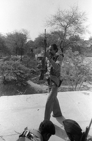 Malkhan Singh in his village, Bilao, on the day of his surrender, 1982