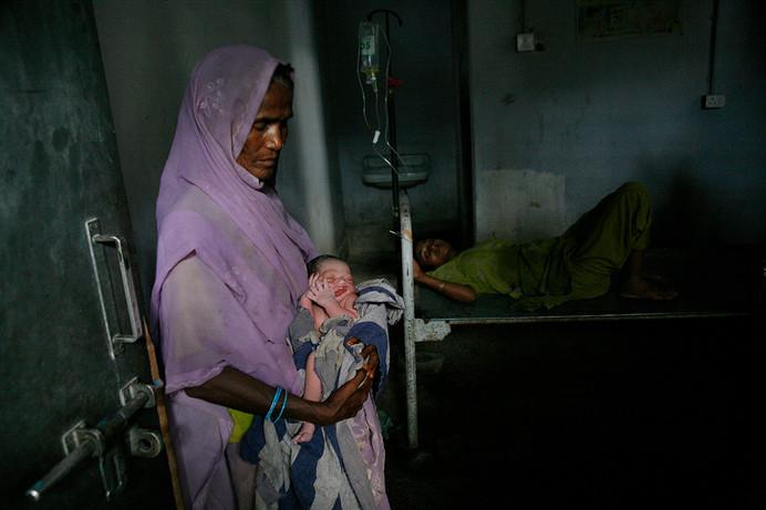 Newborn baby in the labour room at the Primary Health Centre at Sakra, Muzaffarpur district, Bihar, India, 2007.