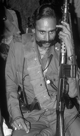 Malkhan Singh in the Chambal ravines, 1982.