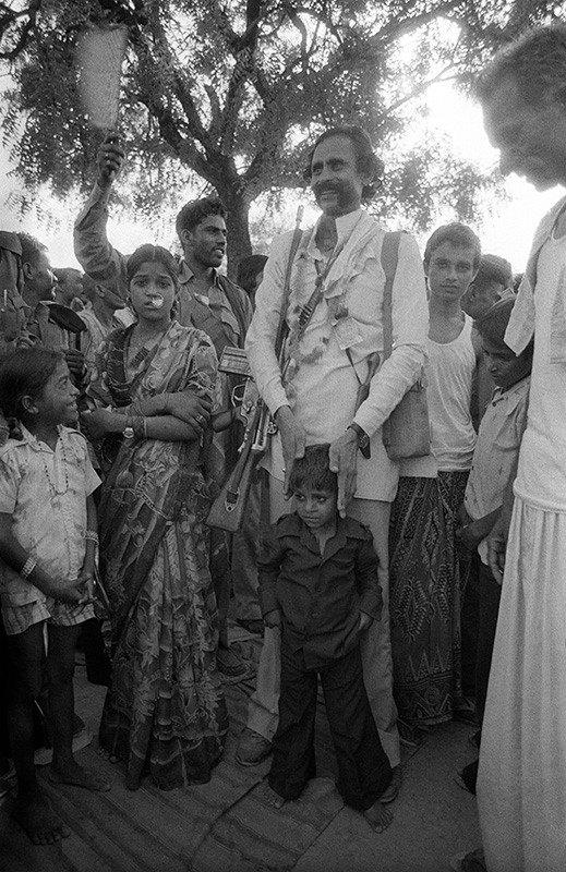 Malkhan Singh is re-united with his daughter and son in Madanpura village a day before his surrender, 1982.