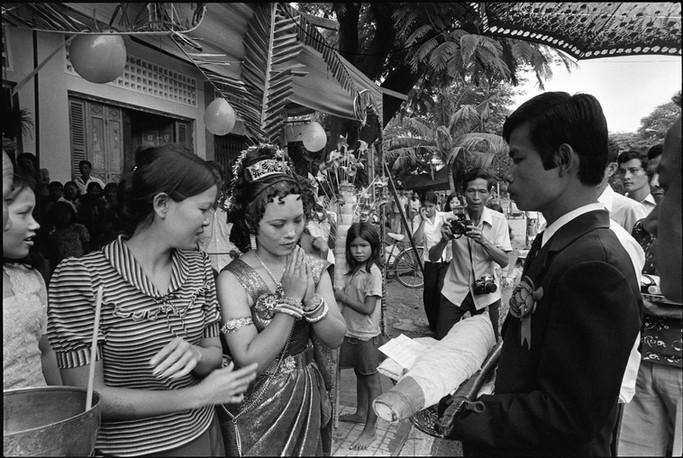 A traditional wedding ceremony in Phnom Penh.