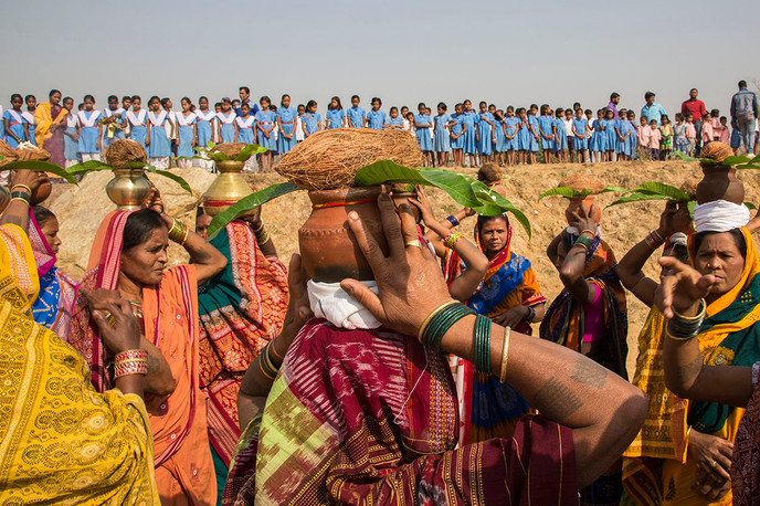 Nuapada district, Orissa, 2017: Children, parents and youth group members participate in a procession at the start of the annual Village Education Fair at their school in Ganiary.