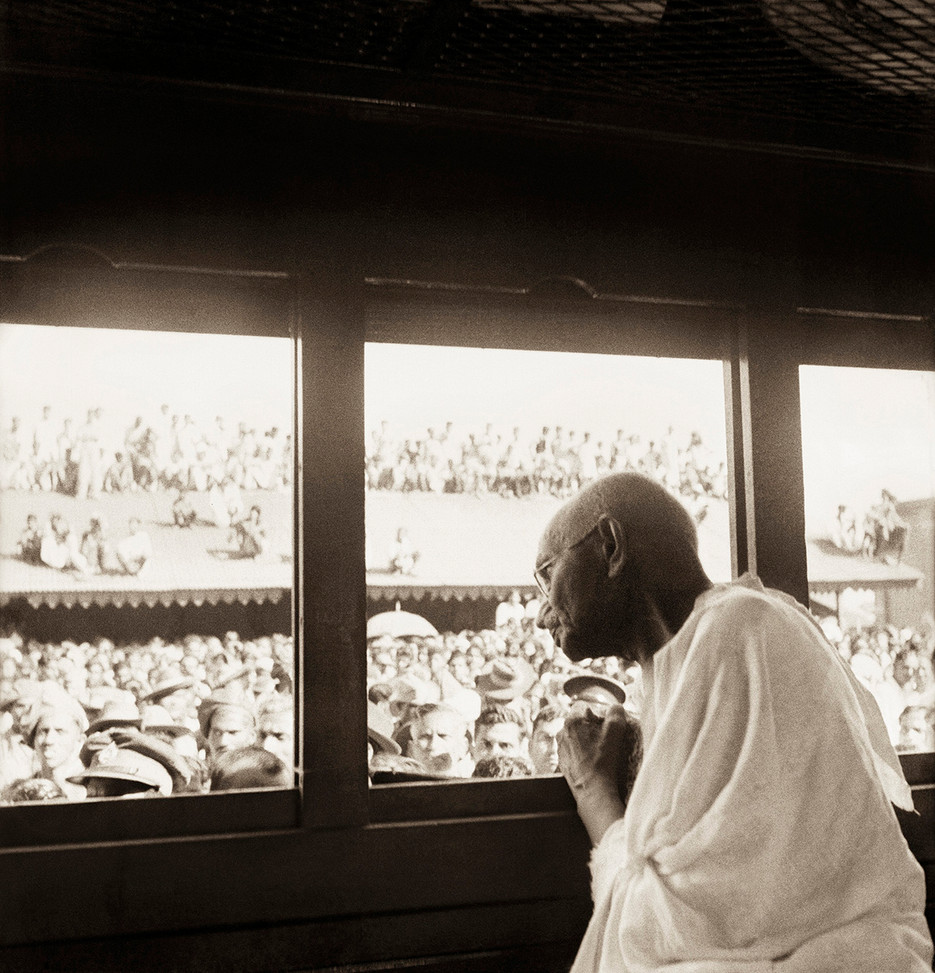 Nov 1945 – Jan 1946: Mahatma Gandhi during his train journey to Bengal, Assam and South India.