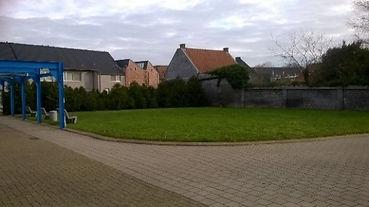 Grasplein aan het gemeentehuis.jpg