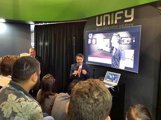 MC com humor p para evento corporativo feira Futurecom para Unify no Transamerica Expo Center