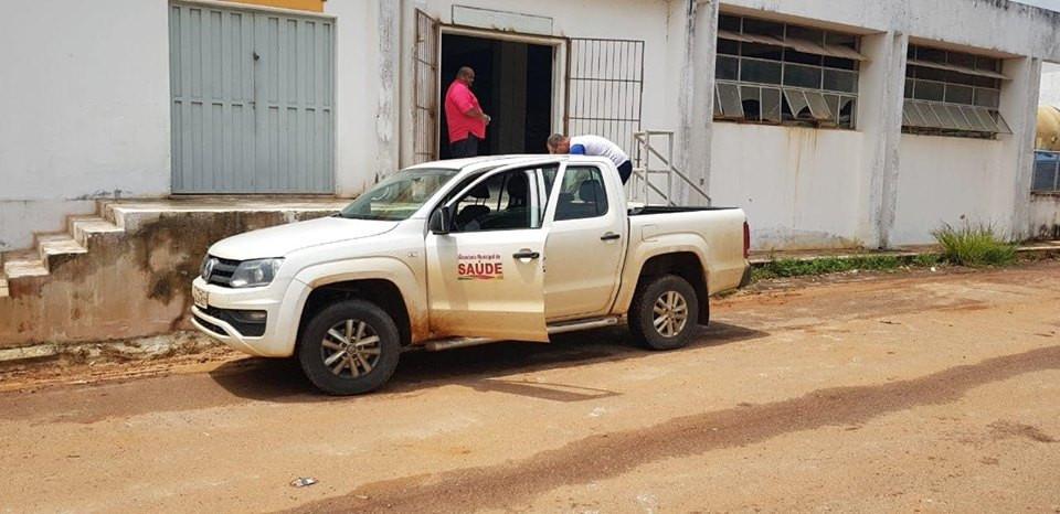 Caminhonete da SEMUSA Xapuri ajudando o Governo do Estado do Acre