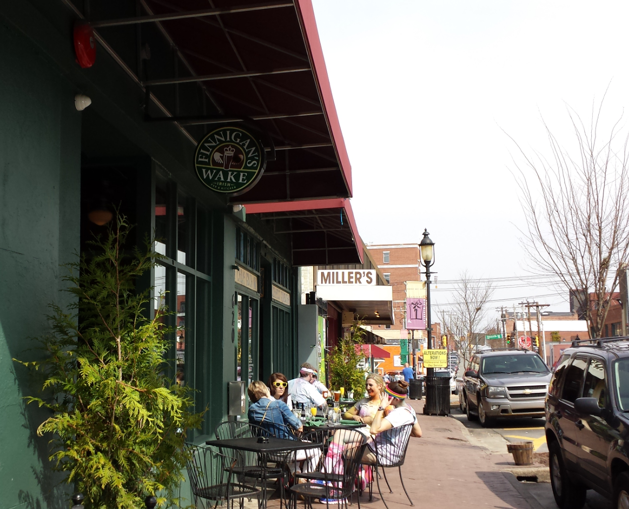 Sidewalk dining at Finnigan's