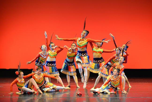 中華民族舞蹈展 豐富多彩
