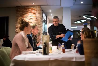Huissen rouwt om heengaan van restauranthouder Claudio Feboli, 'een prachtig mens'