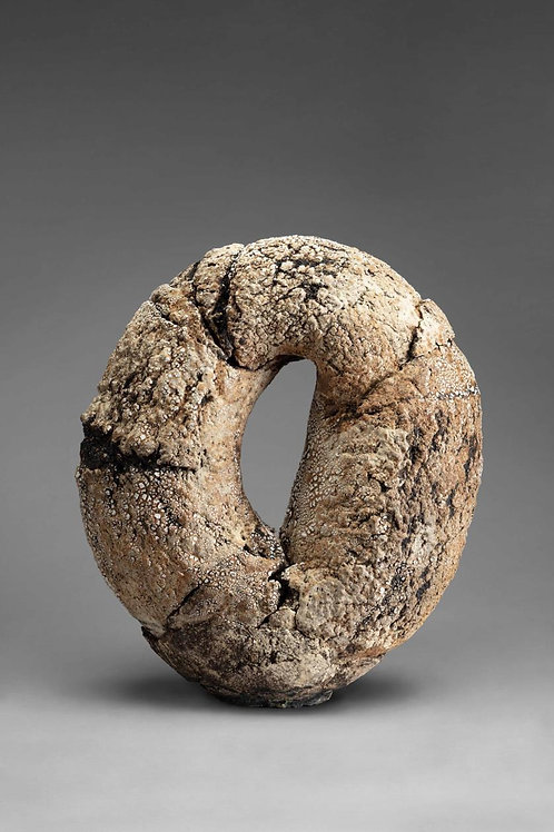"Macarena Salinas, ""Ciclo IV"", Cerámica gres, medidas 45 x 34 x 17 cm, año  2021"