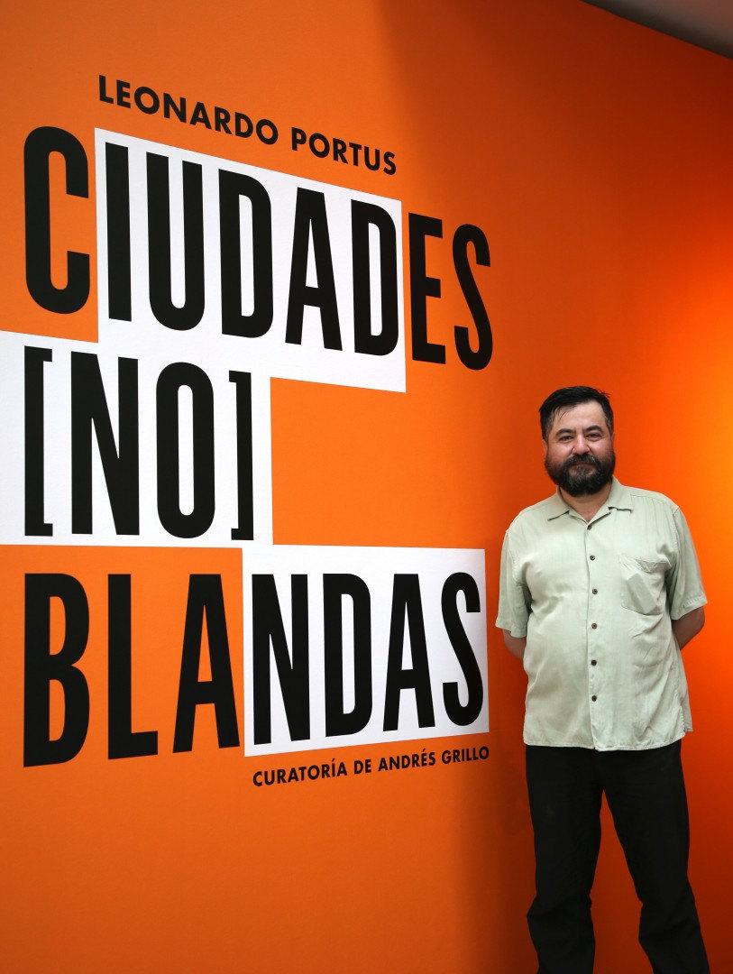 """Leonardo Portus, artista de la muestra """"Ciudades (no) Blandas""""© 2019 Centro Cultural la Moneda"""