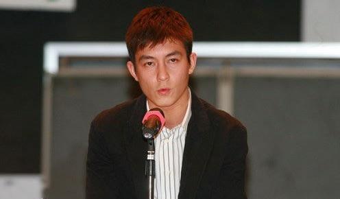 陈冠希召开新闻发布会表达道歉。