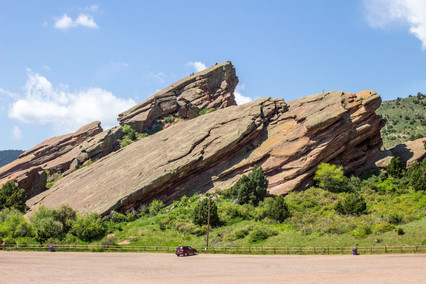 red-rocks-with-car