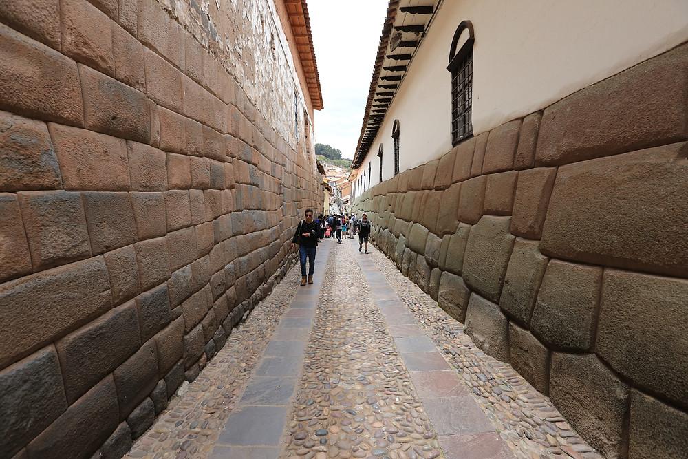 精巧に積み上げられた壁