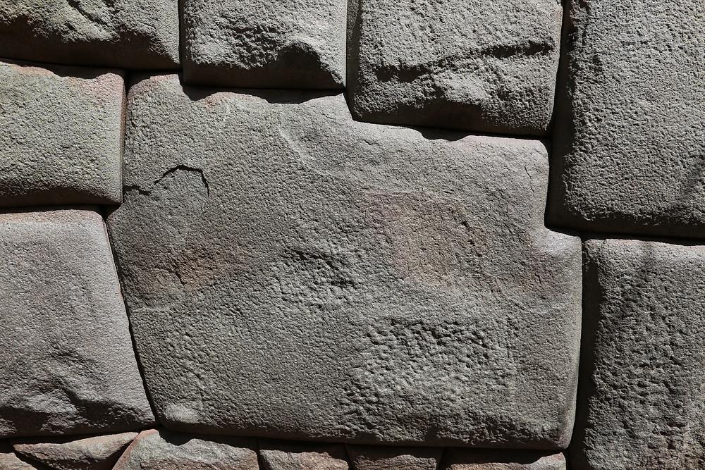 技術力の高さの象徴 12角の石