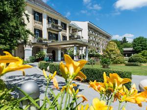 hotel-warmbaderhof-blumenpracht-sommer-in-kaernten.jpg