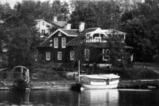 Herrgården i klotens hamn--300x200.jpg