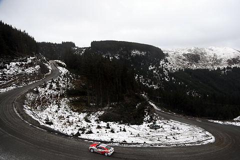 toyota gt86 csr3 rally car drifting around a hairpin bend