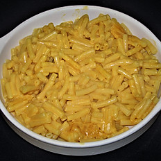MACARONI AND CHEESE AND APPLE SLICES