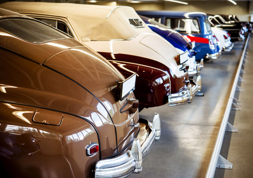 How much does it cost to store a car in storage?
