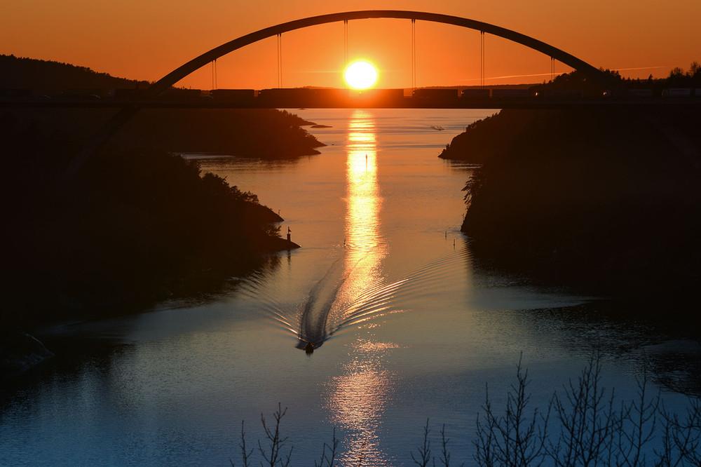 1 Svinesund i solnedgang.jpg
