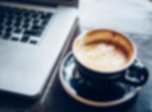 Ordinateur portable et café