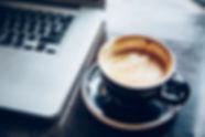 Laptop & Kaffee